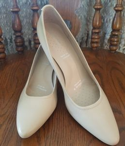 Rockport Patent Leather Cream Heels Pumps Sz. 10